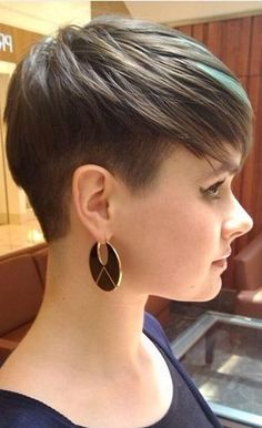 Pixie Cuts for Round Face The stylish pixie cuts for round face are recognized a. Pixie Cuts for R Short Haircut Styles, Cool Short Hairstyles, Short Pixie Haircuts, Cool Haircuts, Pixie Hairstyles, Summer Hairstyles, Short Hair Cuts, Pixie Cuts, Round Face Haircuts