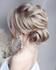 wedding hair videos Lets look at the best bridal hair styles and tutorials weve chosen for you! Wedding Hair Half, Boho Wedding Hair, Bridal Hair, Wedding Bride, Wedding Updo, Wedding Beauty, Prom Updo, Wedding Venues, Up Dos For Medium Hair