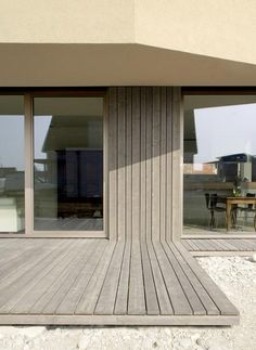deck laps up facade - new-build family house - Basel, Switerzerland - andOFFICE House Cladding, Timber Cladding, Exterior Cladding, Cladding Design, Stucco Exterior, Exterior Paint, Architecture Details, Modern Architecture, Chinese Architecture