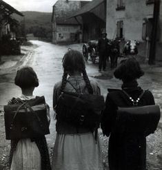 robert doisneau | black & white | fine art photogrophy | backpack | friends | school | walk | home | plaits | uniform