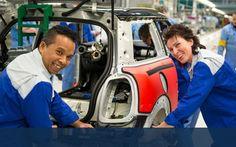 VDL Groep is een internationale industriële onderneming die zich toelegt op de ontwikkeling, productie en verkoop van halffabricaten, bussen en overige eindproducten en de assemblage van personenauto's. Het is een bundeling van flexibele, zelfstandige bedrijven met elk hun eigen specialisme. De kracht van VDL Groep zit in de onderlinge samenwerking tussen de bedrijven.