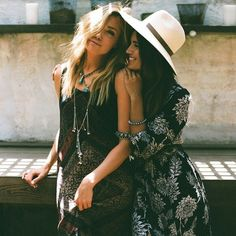 ❂ POCKETFUL OF DAISIES ❂ would wear both these outfits just as they are! Add a maxi cardigan for colder seasons and chunky black ankle boots Gypsy Style, Boho Gypsy, Hippie Style, Bohemian Style, My Style, Moda Boho, Besties, Bestfriends, Boho Chic