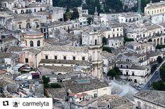 """Il Duomo osservato dal quartiere """"pizzu"""" - - - - - - - - - - -  Grazie a @carmelytaper aver condiviso con noi questo scatto ,visitate la sua galleria- - - - -- - - - - - - - - -  Taggate le vostre foto di Modica e provincia con l'hashtag#vivomodica -GRADITO IL REPOST - - - - - - - - - - - - - - -  #barocco #baroque #panorama #view #street #roof #city #landscape #cityscape #unesco #igerssicilia #vivomodica #prospective #KINGS_SICILIA #ilovescicli  #modica #sicilia #sicily #vivosicilia…"""