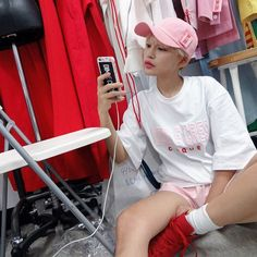 """勢いが止まることを知らない韓国ファッション。今ソウルファッションウィークは世界中の注目の的♡その中でも一段と注目を集めているのが""""DIM.E.CRES(ディム エ クレス)""""。お洒落なブランドが生き残っている今、DIM.E.CRESが支持されている理由を教えちゃいます。ハイセンスでハイストリートなトレンドを逃さないで!"""