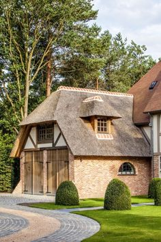 Residential Architecture, Modern Architecture, Vinyl Garage Flooring, Driveway Design, Belgian Style, Thatched Roof, European House, Mansions Homes, Mountain Homes