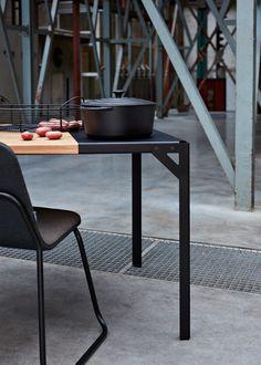 Tablooo design tafel door Dutch Designer Klaas Kuiken. Als basis voor het ontwerp gebruikt Klaas archetypische vormen.