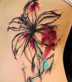 Tatouage fleur de lys, hanche