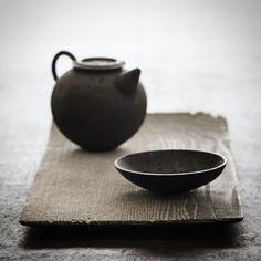1,141 個讚,15 則留言 - Instagram 上的 Analogue Life(@analogue.life):「 We will have a few more of Shimoo Design's FUYOU Thin (trays) and Round (plates) when we update the… 」