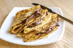 A crepes is a thin cake regularly served for breakfast (like hotcakes). Crepes commonly arrive in a sweet and exquisite adaptation. Breakfast And Brunch, Breakfast Recipes, French Dishes, French Food, Creme Fraiche Sauce, Food Network Recipes, Cooking Recipes, How To Make Crepe, Breakfast