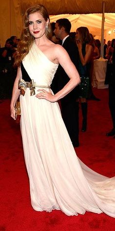 AMY ADAMS To offset her superclassic black-and-white one-shoulder Giambattista Valli Haute Couture gown, the actress accents the style with a whimsical, loose-fitting golden bow belt, Judith Leiber clutch and Brian Atwood heels.