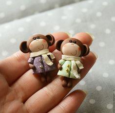 Купить Брошка Обезьянка - коричневый, обезьяна, подарок на новый год, милая брошь, детская брошь