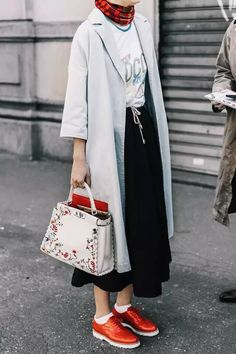 Cool yet classy look - Fashion Ideas - Fashion Trends Street Style Outfits, Look Street Style, Street Chic, Street Styles, Street Snap, Muslim Fashion, Modest Fashion, Hijab Fashion, Fashion Outfits