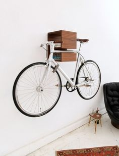 Handy info, considering we have 4 bikes in our casa. Journal of Interior Design - Interior design, decoration and inspiration for your home: 20 bicycle storage solutions
