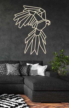 De geometrische vormen en dieren zijn gemaakt van 6mm multiplex of naar keuze in 9mm OSB. Ze kunnen in verschillende kleuren en maten geleverd worden.  Kies jouw favoriet uit en vink de door jouw gewenste optie aan. Deze papegaai is een echte eyecatcher in jouw interieur! Deze houten papegaai is een unieke toevoeging voor aan jouw muur. Staat de kleur of maat die u wilt er niet bij, neem eventjes contact met ons op en wij kijken of dit mogelijk is. 3d Pen, Driftwood Crafts, Indian Art Paintings, Geometric Art, Art Decor, Home Decor, Vector Art, Drawings, Creative