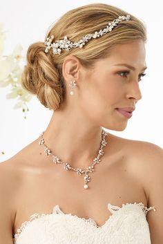 Stylish headpiece 5937 from Bianco Evento  #biancoevento #hairstyles #weddingaccessories #hairjewellery #weddingideas #bridetobe