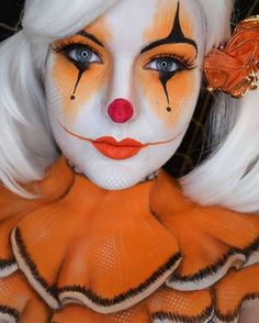 Clown Make-up – rote Nase, schwarzer Humor - maquillage Maquillage Halloween Clown, Clown Halloween, Halloween Make Up, Halloween Face Makeup, Halloween Photos, Halloween Designs, Halloween Ideas, Makeup Clown, Carnival Makeup