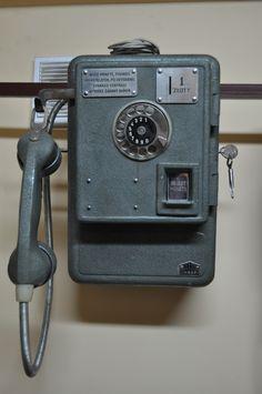 [Kupię] stary aparat wrzutowy AW-652 - elektroda.pl Poland People, Pompe A Essence, Antique Phone, Old Phone, Boombox, Landline Phone, Childhood Memories, Retro Vintage, Techno
