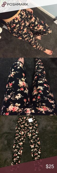 """🌸softest peachy floral print leggings NWT / NIP ✨only 3 left✨                                    ⭐️🌸High waisted floral print """"brushed""""leggings. So soft. Full disclosure I'm obsessed with these!!                          ✖️fits sizes 2-12. Im a size 5 wearing my own pair in photo✖️stretchy soft  comfy NOT SHEER✖️does NOT give muffin top vibes (trust me I know those leggings)✖️styling: girly and feminine w/ block heels  or 90s grunge w/ combat boots, choker necklace & crop top Infinity…"""