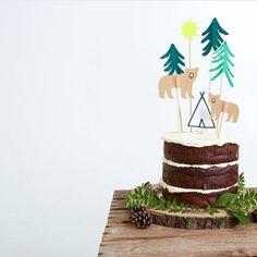 """14 curtidas, 3 comentários - Blog B&L Baby   Marcella Lisa (@berriesandlovebaby) no Instagram: """"Amei tanto essa proposta de festa na floresta! Sem contar que o topo de bolo DIY é super lindo e…"""""""