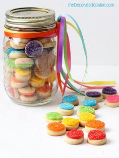 birthday gift idea: mason jar of sparkly rainbow cookie bites Rainbow Donut, Rainbow Food, Rainbow Cookie, Cute Food, Good Food, Yummy Food, Delicious Recipes, Marshmallow Crafts, Mason Jar Cakes
