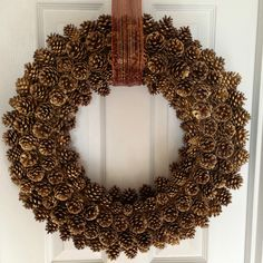 Easy tips for creating your DIY pinecone wreath!