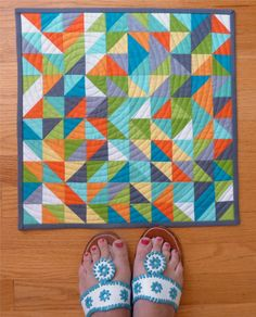 I love the colors and the quilting of circles through triangles Sewing Machine Quilting, Longarm Quilting, Free Motion Quilting, Quilting Projects, Quilting Ideas, Small Quilts, Mini Quilts, Patch Quilt, Quilt Blocks