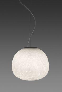Wunderschöne Pendelleuchte aus mundgeblasenem Glas.  #design #art #lamp #lighting #artemide