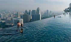 Бассейн на крыше отеля Marina Bay Sands, Сингапур