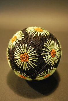 Jun2009_267 by NanaAkua, via Flickr Japanese Embroidery, Crewel Embroidery, J Craft, Temari Patterns, Arts And Crafts, Diy Crafts, Wire Crochet, Japanese Symbol, Christmas Centerpieces
