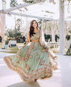 New Lehenga, Bridal Lehenga, Lehenga Choli, Wedding Lehanga, Bollywood Lehenga, Indian Lehenga, Sarees, Lehenga Color Combinations, Bridal Poses