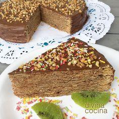 Esta tarta de obleas y chocolate (tarta Huesitos) es muy fácil de hacer y gusta mucho a los niños. Es perfecta para fiestas y cumpleaños infantiles. La textura es como las de las chocolatinas huesitos.