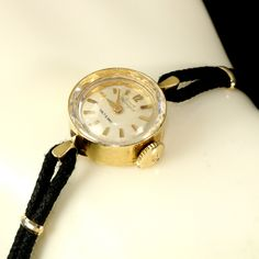 Trendy Watches, Gold Watches Women, Vintage Watches Women, Art Deco Watch, Girard Perregaux, Vintage Gifts, Chains, 1960s, Vintage Jewelry