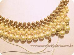 Este passo a passo de maxi colar incrível, todo feito com pérolas de vidro. Aprenda agora mesmo a fazer este lindo modelo de bijuteria que esta na moda!