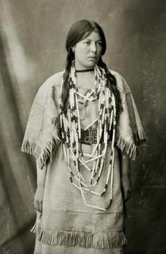 An unidentified woman of the Assiniboine Nation. 1904. No additional information.