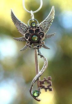 Steampunk Key by Cynthea Key Jewelry, Jewelry Accessories, Jewellery, Steampunk Accessoires, Keys Art, Magical Jewelry, Key To My Heart, Key Necklace, Key Pendant