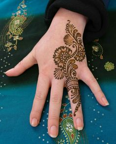Henna design. I love how simple this one is.  #henna #design #traditional #beautiful