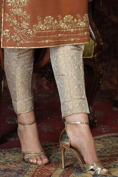 Pakistani Party Wear Dresses, Designer Party Wear Dresses, Pakistani Dress Design, Pakistani Outfits, Pakistani Bridal, Party Dresses, Embroidery Suits Punjabi, Embroidery Suits Design, Embroidery Fashion