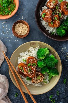 A fun twist on a classic back-to-school dinner, these Honey Garlic Glazed Chicken Nuggets will get everybody rushing to the table! Fried Chicken Nuggets, Chicken Nugget Recipes, Maple Glazed Chicken, Tyson Chicken, Tyson Foods, Frozen Chicken, Main Dishes, Garlic, Meals