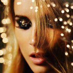 23 Glamorous Golden Glitter Makeup Looks ...