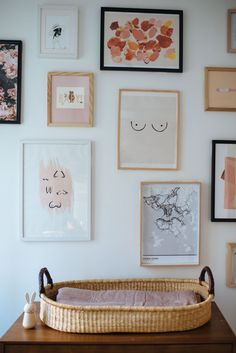 Make yourself a beautiful gallery wall in your favourite room! Gallery Wall Bedroom, Bedroom Wall, Bedroom Decor, Bedroom Posters, Picture Wall Living Room, Living Room Pictures, Cuadros Diy, Creation Deco, Kids Wall Decor