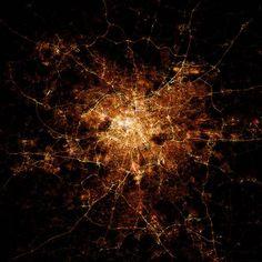 Nighttime city maps – Les cartes nocturnes des villes