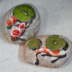 #Novidade! Carpas para peso de papel, porta ou para decoração! Pintadas a mão. #pesoparapapel #pedrapintada #aguasdesaopedro #vempraaguas…