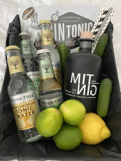 Great Gin Tonic Gift Idea for family or friends! Gin And Tonic Gifts, Gin Gifts, Gin Hamper, Spanish Gin, Scottish Gin, Gin Glasses, Gin Brands, Tonic Water, Favors