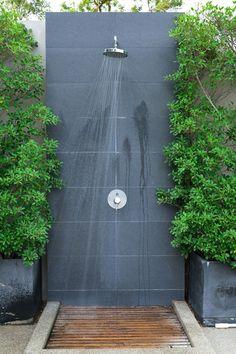 Top 60 Best Outdoor Shower Ideas - Enclosure Designs Outdoor Pool Shower, Outdoor Shower Enclosure, Small Backyard Pools, Backyard Patio, Outdoor Events, Outdoor Spaces, Indoor Outdoor Living, Pool Shed, Garden Shower