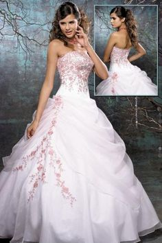 Google Image Result for http://wondrouspics.com/wp-content/uploads/2012/04/Fashionable-Quinceanera-Dresses.jpg