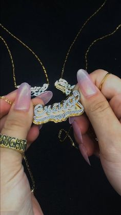 Your name your jewelry #namenecklace #namejewelry #personalizedjewelry Name Jewelry, Jewelry Necklaces, Custom Name Necklace, Jewelry Trends, Personalized Jewelry, White Gold, Gems, Rose Gold, Jewels
