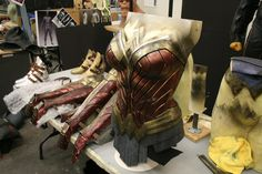 SUPERMAN TO JUSTICE LEAGUE -DC Movie News, Press, Set Photos... — Wonder Woman Costume : Batman v Superman - Making...