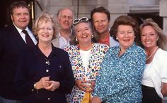 Keeping Up Appearances - Patricia Routledge, Clive Swift, Geoffrey Hughes and Judy Cornwell Great photo British Sitcoms, British Comedy, British Humour, British Actors, Geoffrey Hughes, Clive Swift, Appearance Quotes, Funny Sitcoms, English Comedy