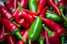 Metabolism is an important part of our fitness and overall health. These 15 foods will help boost your metabolism and help you be the best you. Hot Sauce Recipes, Spicy Recipes, Healthy Recipes, Healthy Food, Mead Recipe, Hottest Chili Pepper, Healthy Living Tips, Stuffed Peppers, Chilis