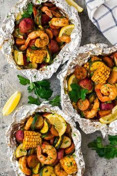Foil packet meals are a simple way to prep a nutritious dinner without requiring much time or effort. From chicken foil packets to shrimp foil packets, these delicious meals put the fun back into dinner. Tin Foil Dinners, Foil Packet Dinners, Foil Pack Meals, Grilling Recipes, Seafood Recipes, Dinner Recipes, Cooking Recipes, Grilled Dinner Ideas, Chicken Recipes